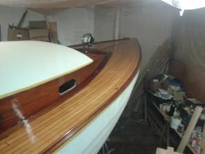 Deck mit Epifanes Bootslack verdünnt grundieren